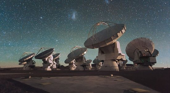 Lg the atacama large millimeter array  alma  by night  under the magellanic clouds
